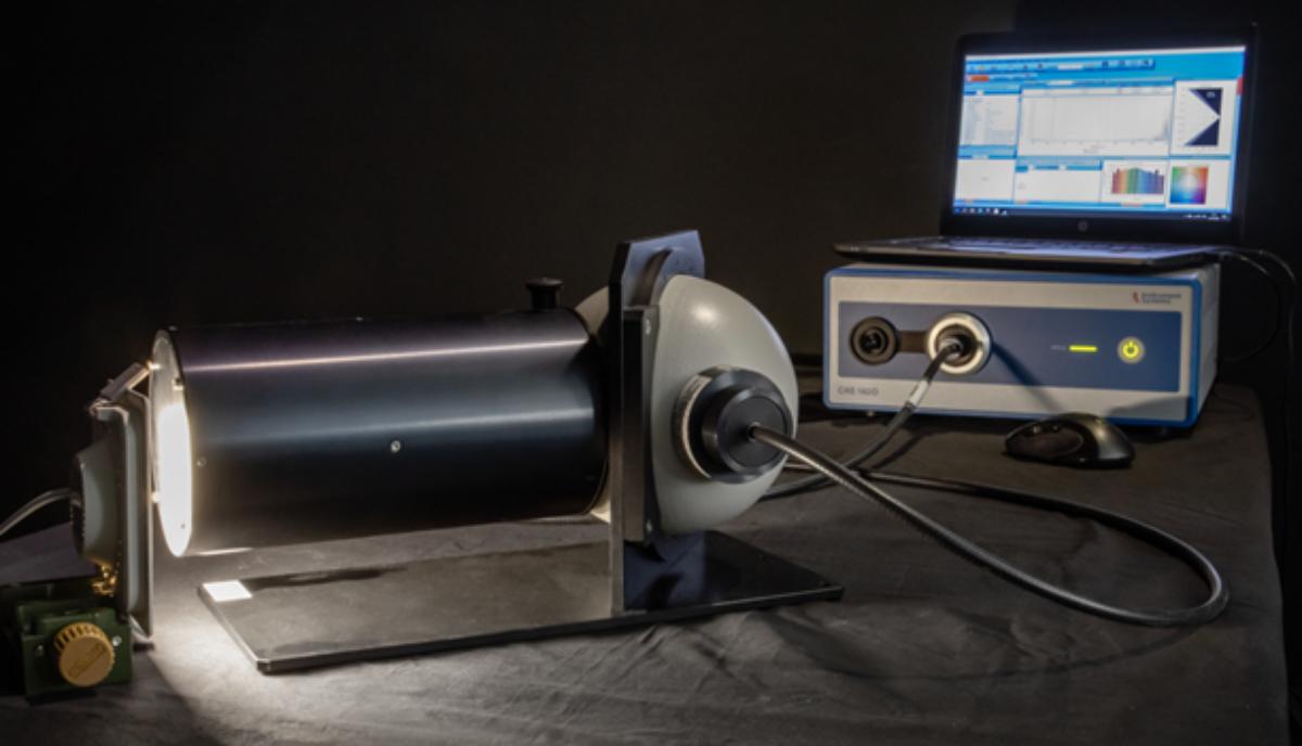 Kleine Ulbrichtkugel mit Array-Spektralradiometer